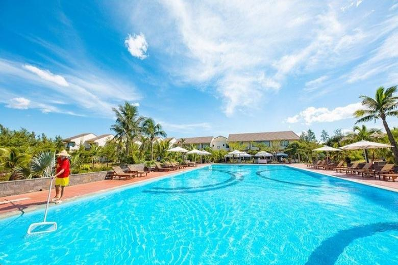 Bể bơi khách sạn