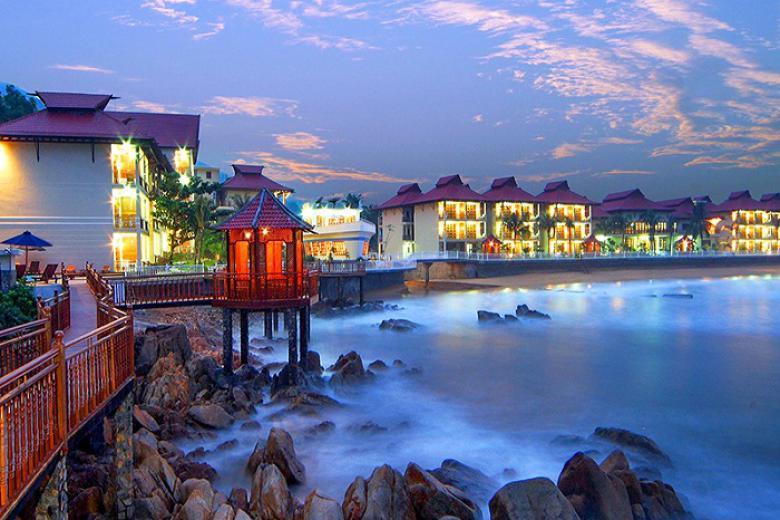 Combo 3N2Đ - Royal Hotel & Healthcare Resort Quy Nhơn 4* + VMB & Ăn Sáng