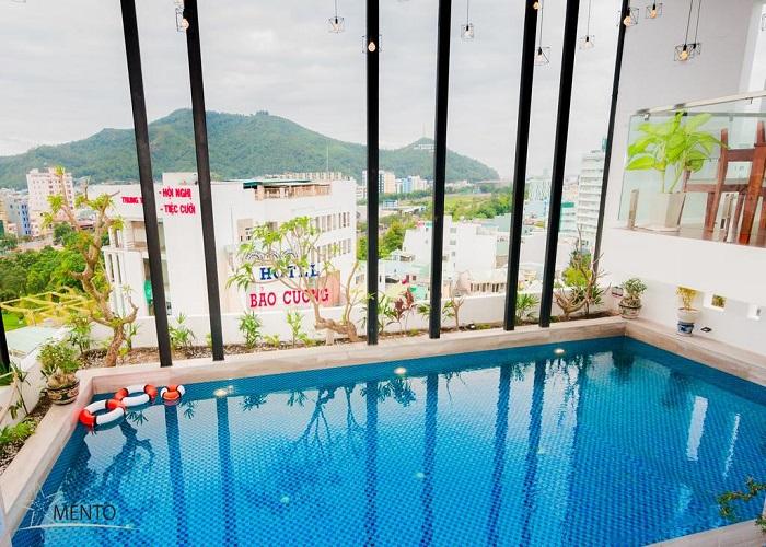 Bể bơi khách sạn Mento
