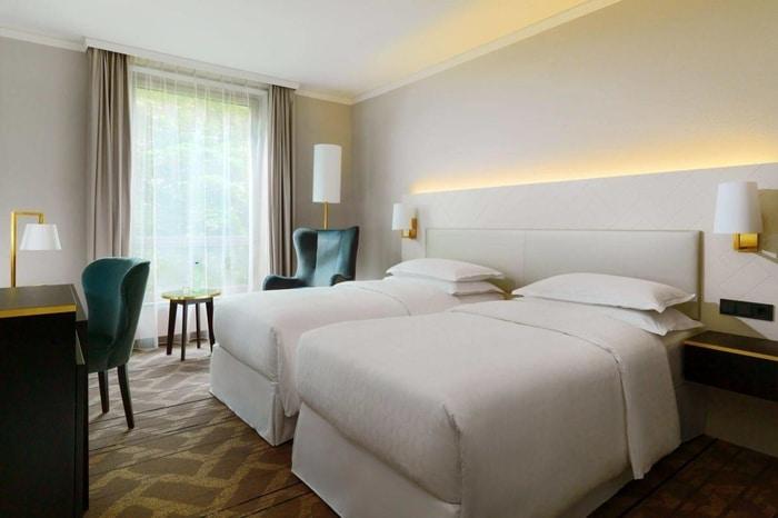 Phòng Twins khách sạn Sheraton Offenbach Hotel