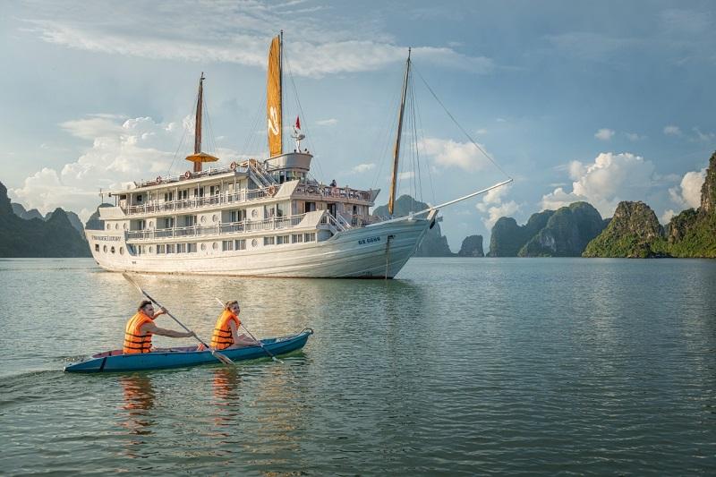 Paradise-Cruise-Kayaking