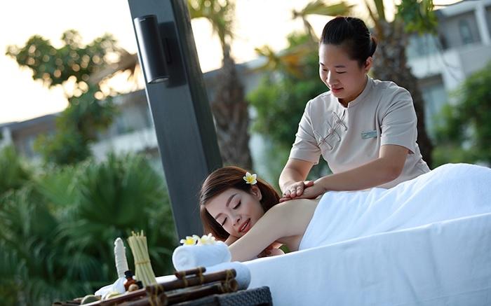 Khách sạn Royal Lotus Resort & Villa 5 sao