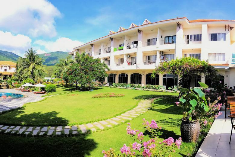 Combo Côn Đảo 2N1Đ - Sài Gòn Côn Đảo Resort 3* + Vé MB
