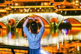 Đến Trung Quốc, Đừng Bỏ Lỡ Tour Khám Phá Thành Đô Tuyệt Mỹ Về Đêm