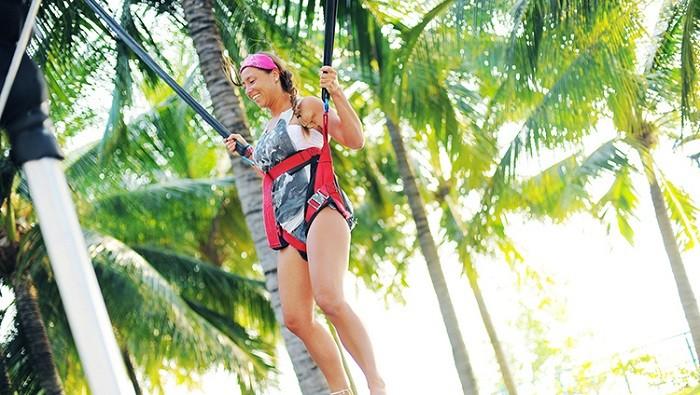 Thách thức với trò nhảy bungee không dành cho những ai sợ độ cao