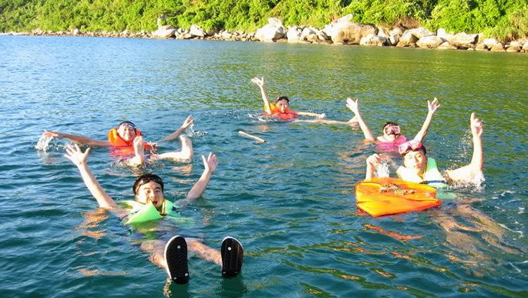 Quý khách được đám mình trong làn nước xanh