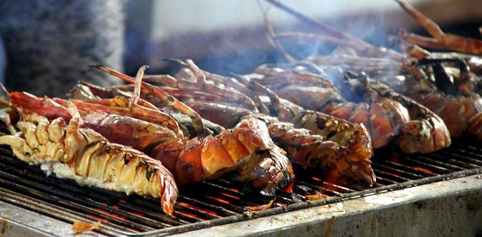 Thưởng thức BBQ nướng hải sản