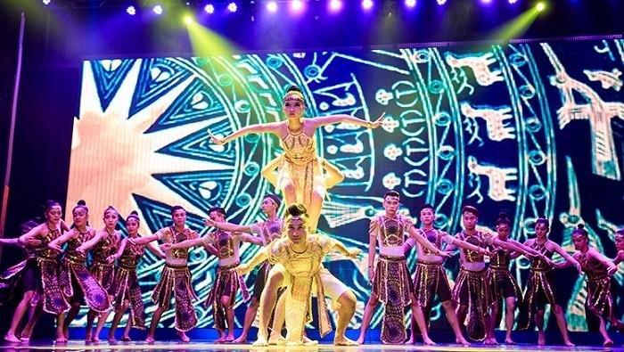 Show diễn được đầu tư hoành tráng, công phu và tài năng đáng khâm phục của những người nghệ sĩ