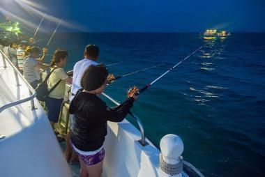 Tour Ngắm hoàng hôn trên biển & Câu mực đêm Phú Quốc