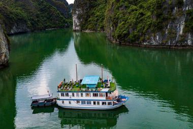 Tour Hạ Long 2N1Đ + Du thuyền Azela Cruise 4 sao