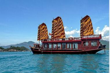 Tour Du Thuyền Emperor Du Ngoạn Vịnh Nha Trang (trong ngày)