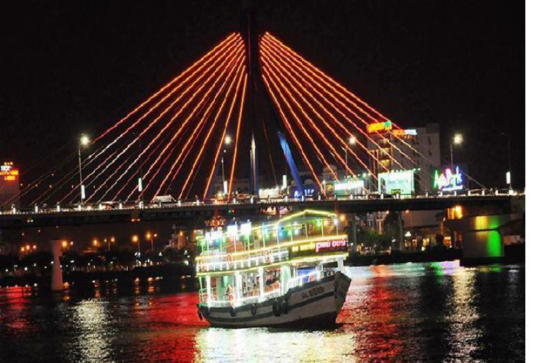 Vé Tham Quan Du Ngoạn Sông Hàn Về Đêm - Tàu Phú Quý