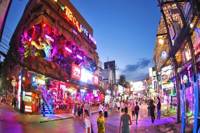 Phố đi bộ Patong trên đảo Phuket