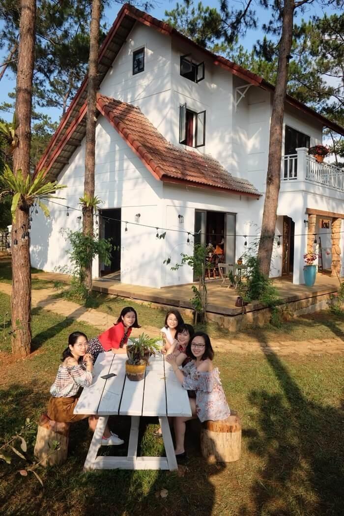 Biệt thự rừng thông Kon Tum - nhà mái áp