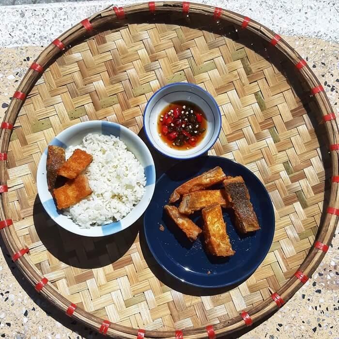 Cá thính Phú Thọ thưởng thức với cơm trắng