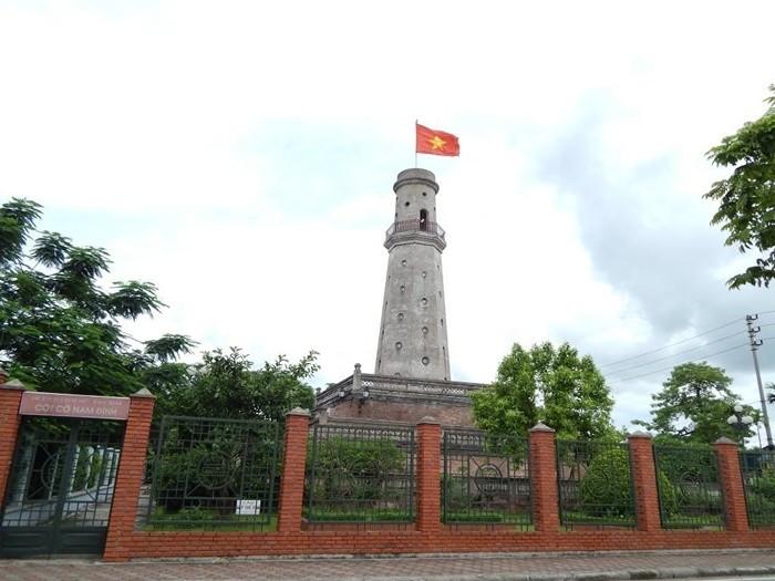 Cột cờ Nam Định làm bằng gạch nung
