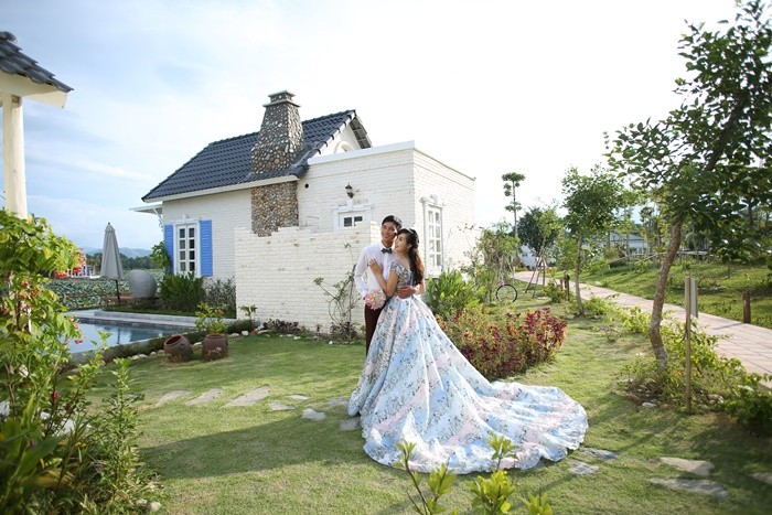 Bach Thuy lotus dress - wedding photography