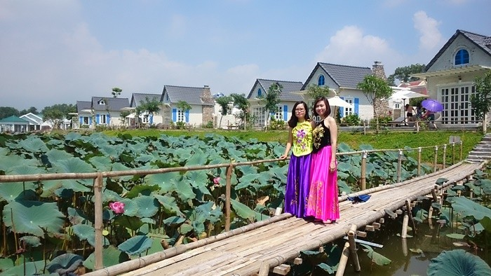 Bach Thuy lotus dress - photographing overalls by the lotus lake