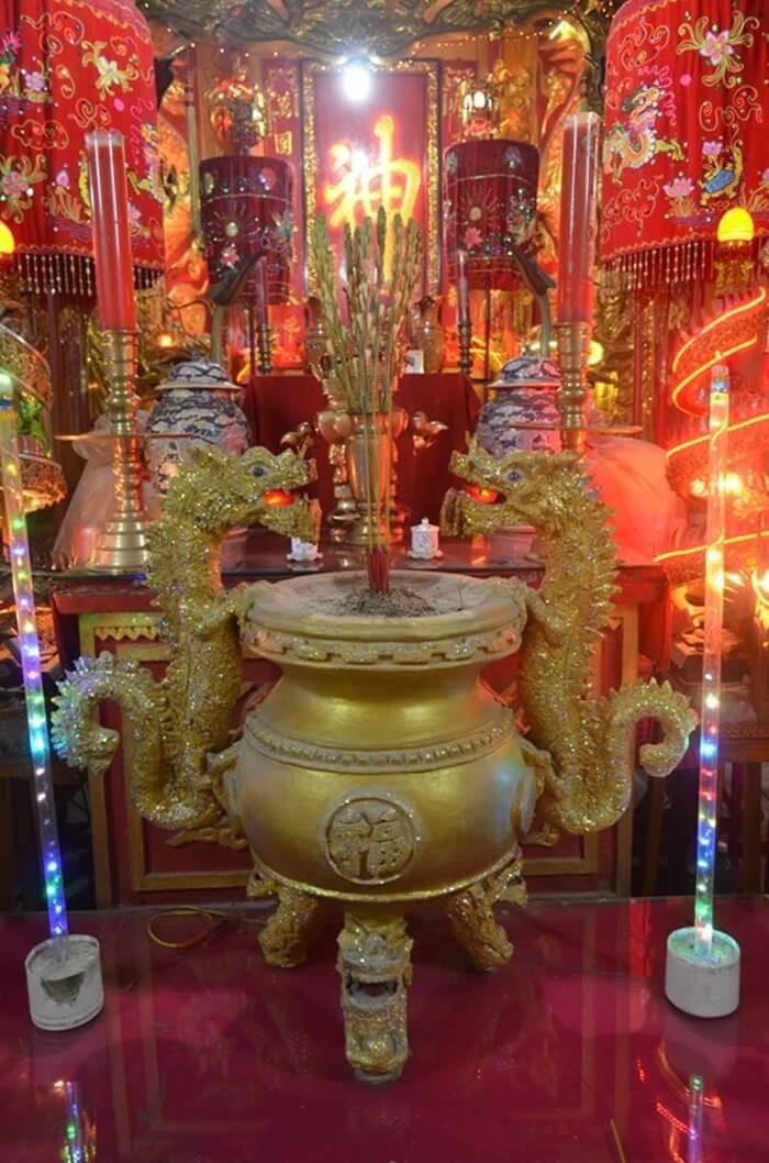 Đình Tân Lộc Đông - bàn thờ chính điện