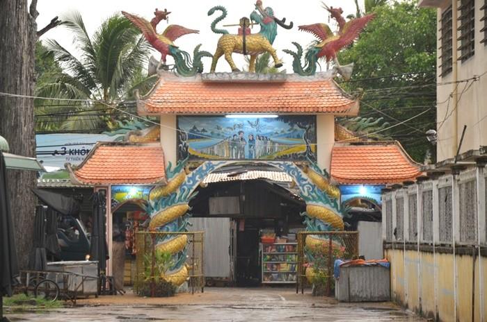 Đình Tân Lộc Đông - cổng tam quan