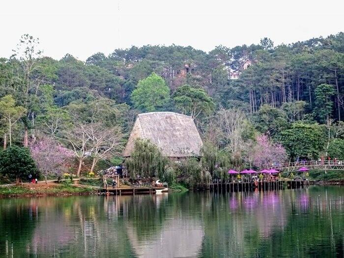 Hồ Đăk Ke Kon Tum không gian xanh mát