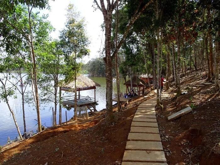 Hồ Toong Đam - con đường đi dạo
