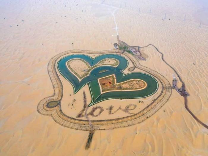 Hồ trái tim ở Dubai 'view đẹp quên sầu'