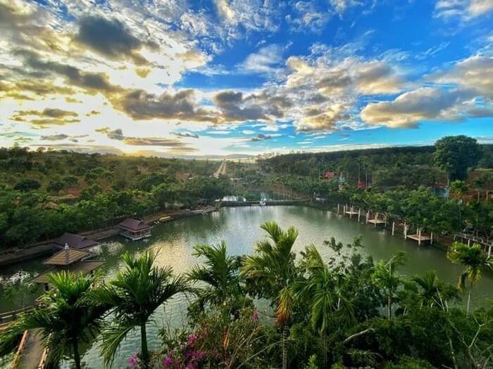 Khu du lịch sinh thái Hoàng Vân - hồ nước trong vắt