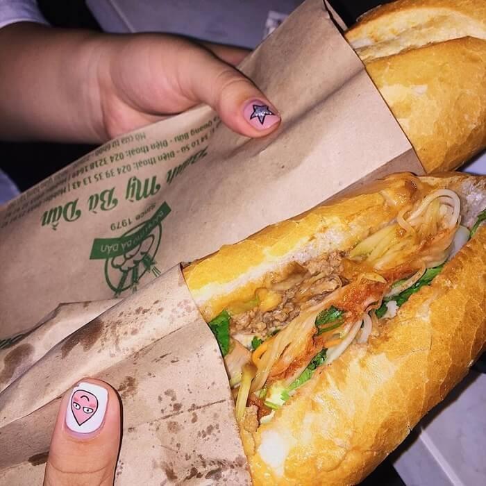 Quán bánh mì ngon ở Hà Nội - bánh mì Bà Dần