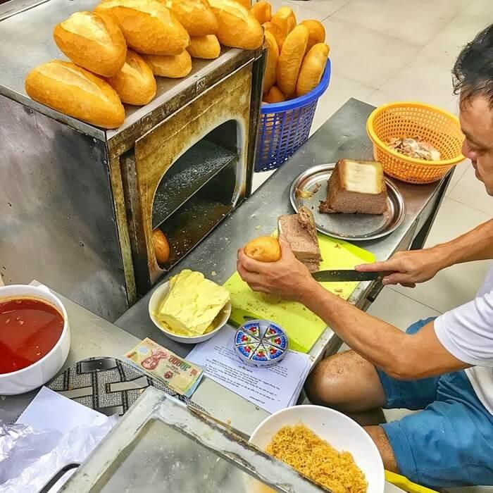 Quán bánh mì ngon ở Hà Nội - bánh mì phố Huế