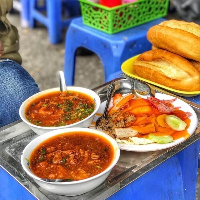 Quán bánh mì ngon ở Hà Nội - bánh mì Trâm