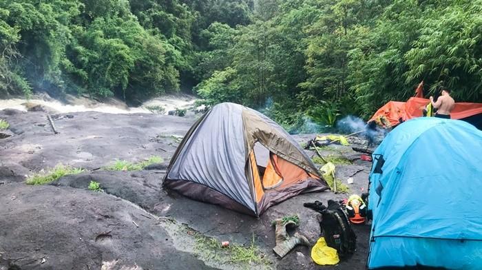 Thác Lô Ba - cắm trại trên tảng đá hay khoảng đất trống