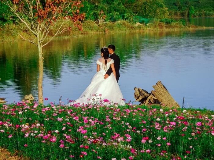 Vườn hoa Long Loi - chụp ảnh cưới