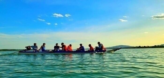 Vườn hoa Long Loi - chèo thuyền