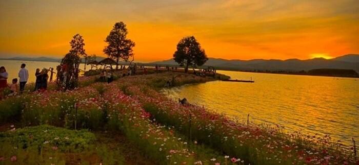 Vườn hoa Long Loi - cảnh hoàng hôn