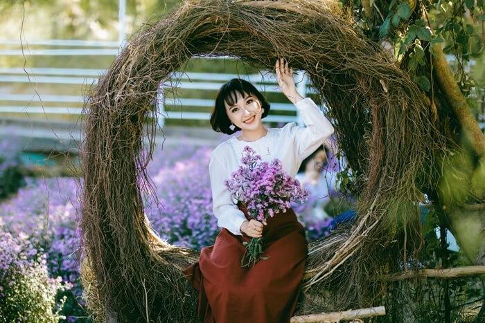 Vườn hoa thạch thảo Cần Thơ - chụp hình bên khung tròn rễ cây