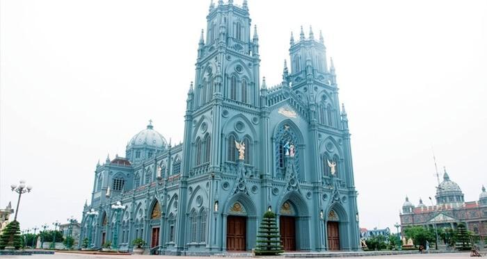 Vương cung thánh đường Phú Nhai - kiến trúc Gothic