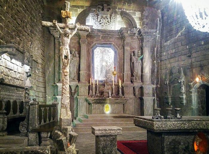 Khám phá vẻ đẹp của cung điện muối Ba Lan nổi tiếng