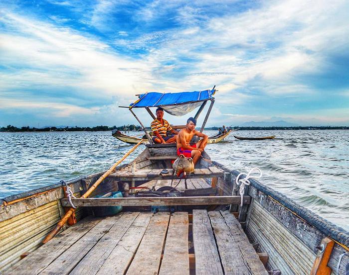 Phá Tam Giang hấp dẫn du khách bởi vẻ đẹp bình dị, mặn mòi vùng sông nước cùng đời sống người dân đơn sơ, mộc mạc.