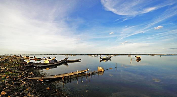 Một ngày đẹp trời trên Phá Tam Giang Huế.
