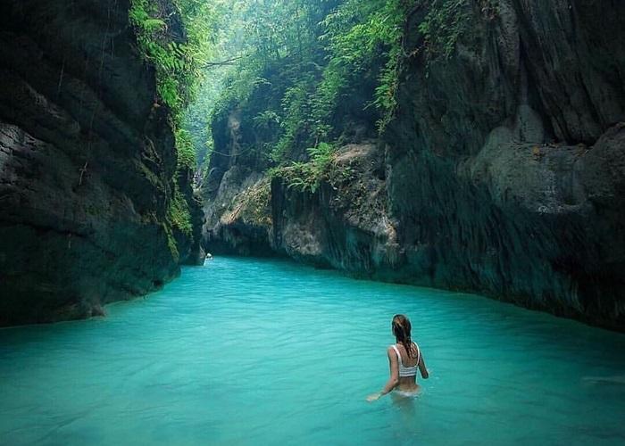 Thác nước xanh màu ngọc bích Kawasan - báu vật của thành phố Cebu Philippines
