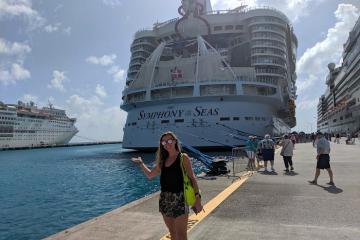 Có gì bên trong tàu du lịch lớn nhất thế giới Symphony Of The Seas?