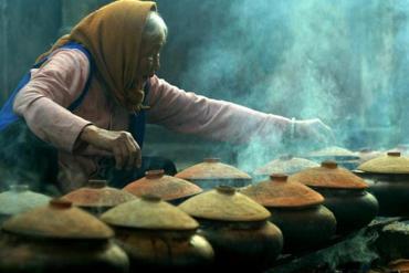Có gì trong niêu cá kho làng Vũ Đại đậm hương vị Tết quê nhà?