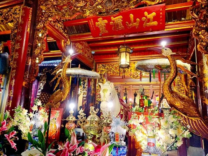 Đền Bạch Mã là một trong những điểm du lịch tâm linh ngày Tết gần Hà Nội