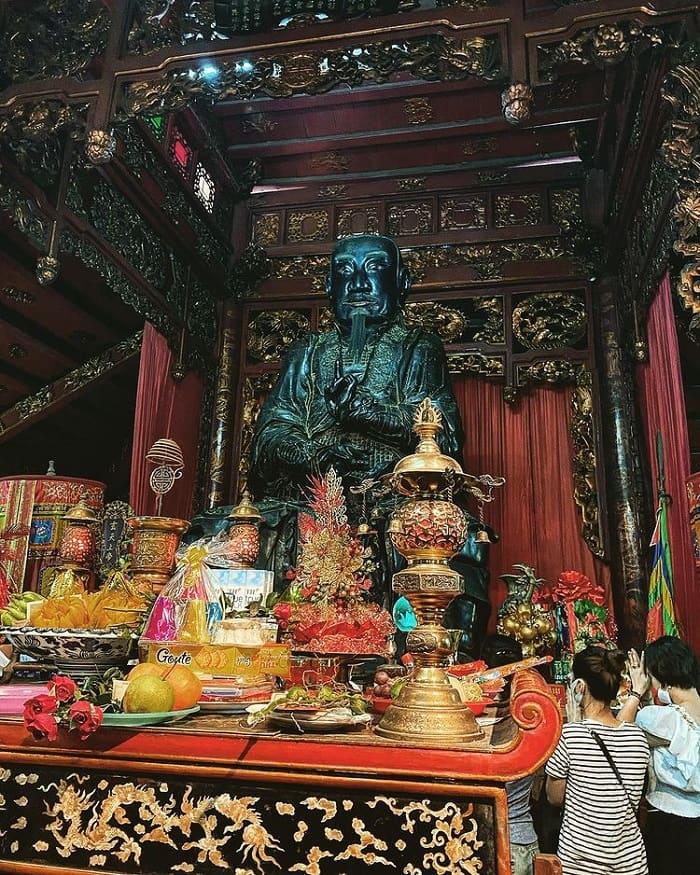 Đền Quán Thánh là một trong những điểm du lịch tâm linh ngày Tết gần Hà Nội