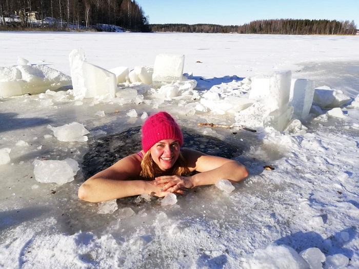 Bơi mùa đông ở Nga hoạt động yêu thích của người dân