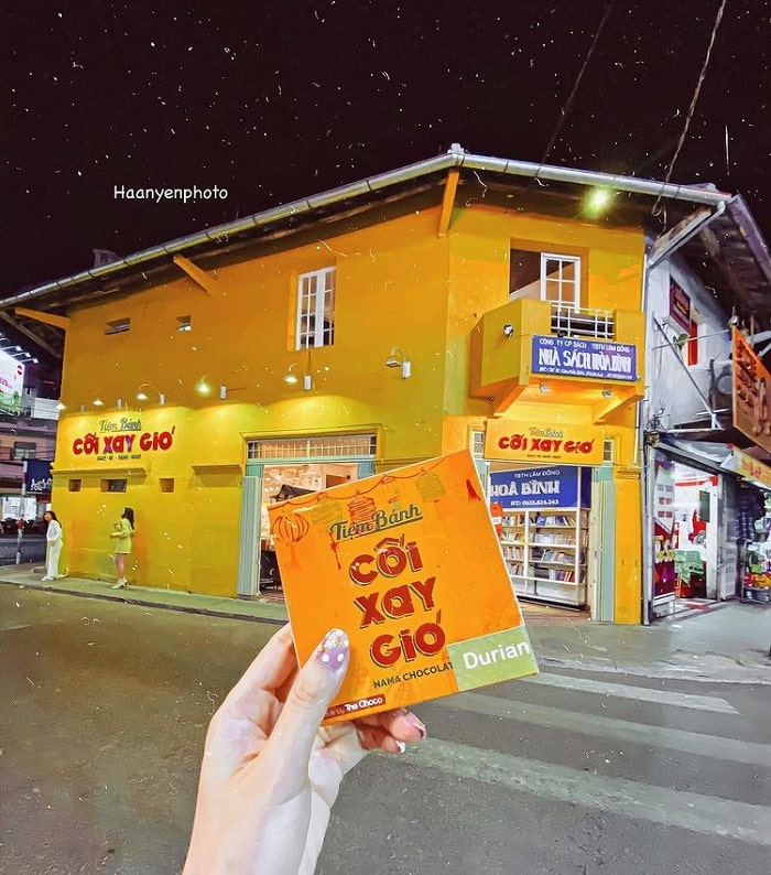 Hoa Binh bookstore - the old address of the Golden Wall of Dalat