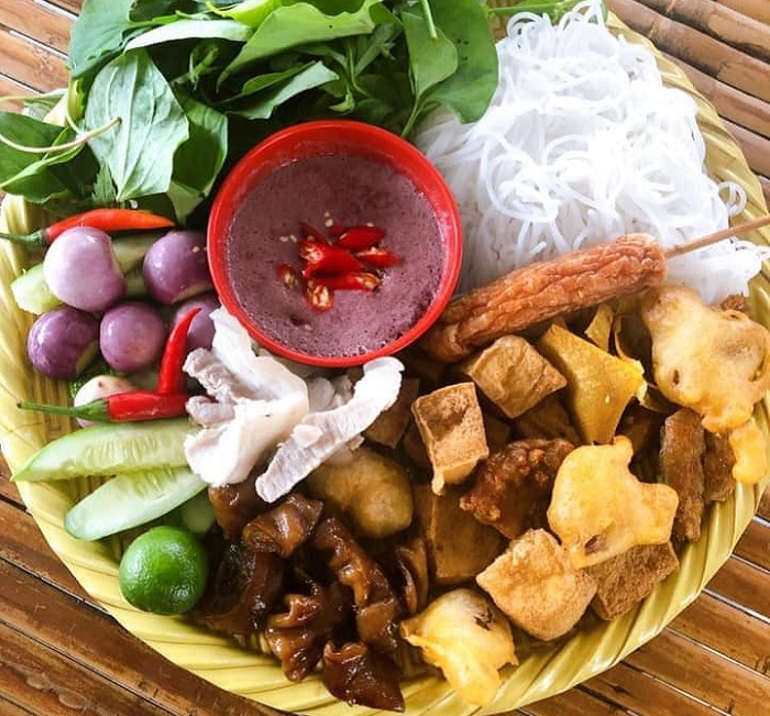 Noodles - Snacks in the Ancient Town - Tay Ninh 'delicious armpits' snack shop