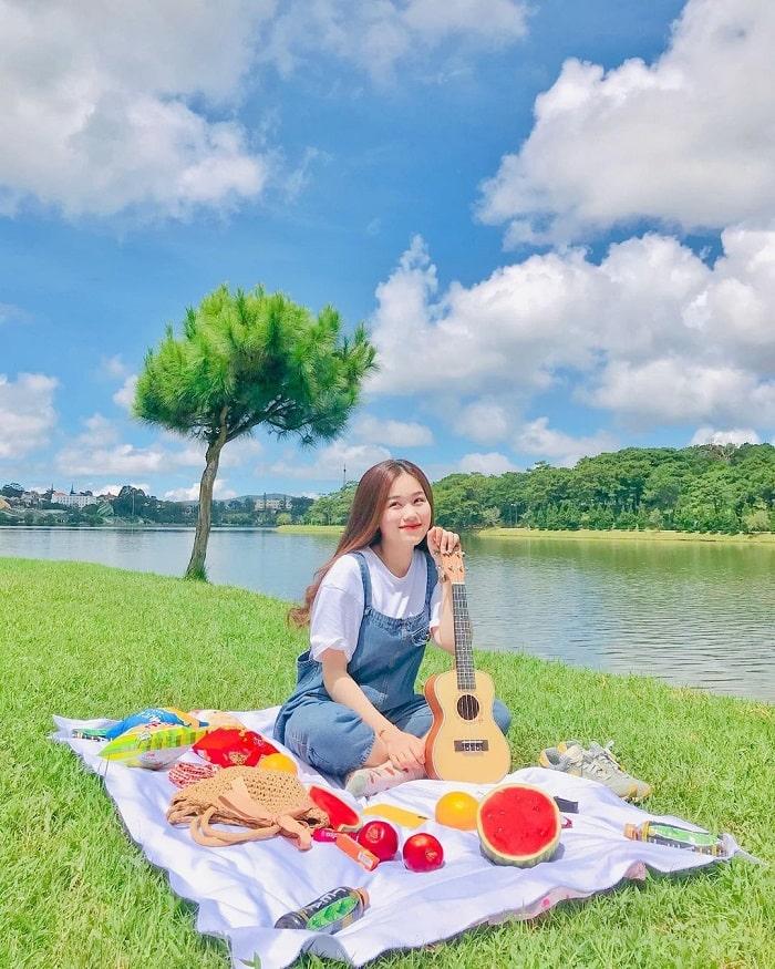 camping in Da Lat - Xuan Huong Lake