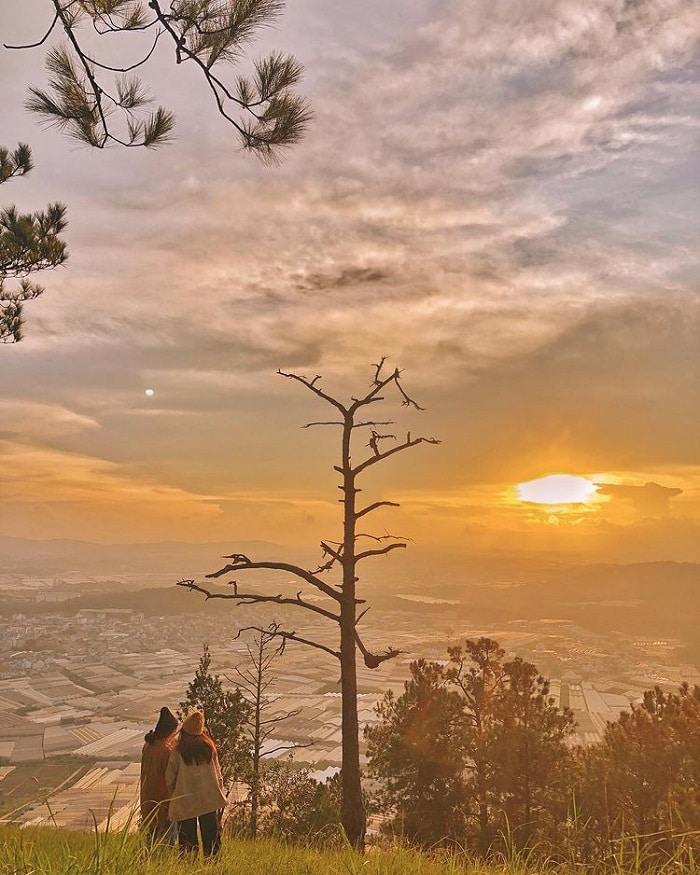 camping in Da Lat - watching the sunset at the top of Hon Bo